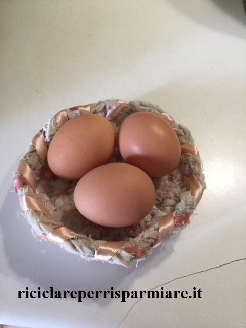 Cestino con uova lesse